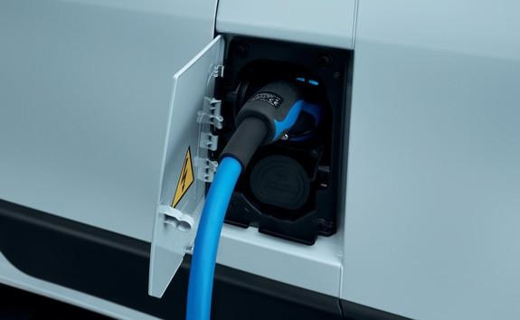 Kastenwagen-PEUGEOT-Boxer-Electric-aufladen