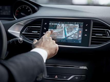 PEUGEOT-308-GT-LINE-TomTom®-Echtzeit-3D-Navigation