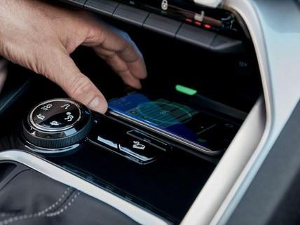 SUV-PEUGEOT-3008-Kabelloses-Aufladen-von-Smartphones
