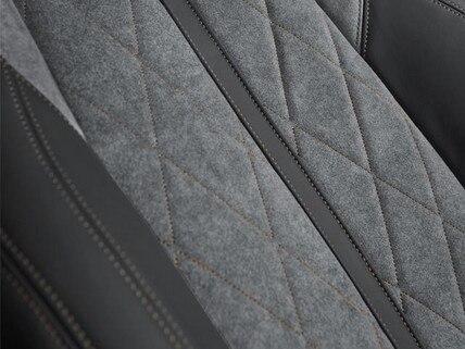 SUV-HYBRID4-PEUGEOT-3008-Sitze