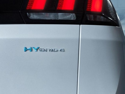 SUV-HYBRID4-PEUGEOT-3008-Ruecklichter